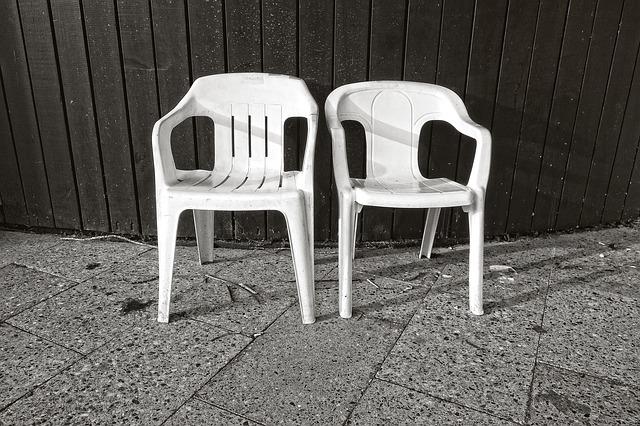 כסאות פלסטיק