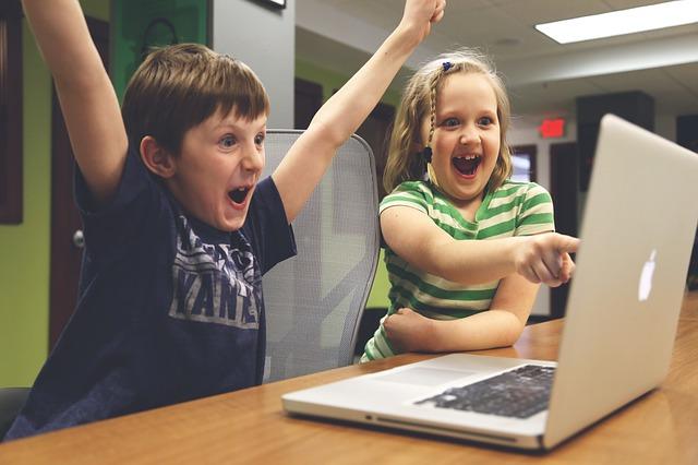 איך כדאי ללמד ילדים לפתח ולכתוב קוד?